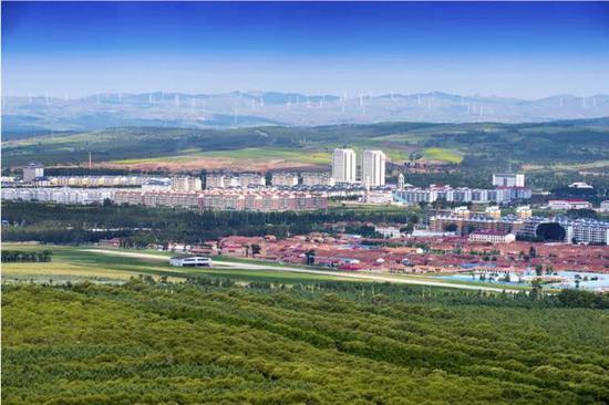 经过70年绿化,这是现在的右玉县城全貌。(右玉县委宣传部 供图)