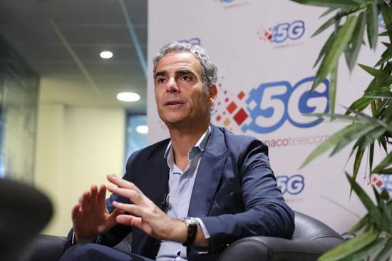 7月23日,摩纳哥电信公司总经理马丁•佩罗内接受新华社记者专访。新华社记者高静摄