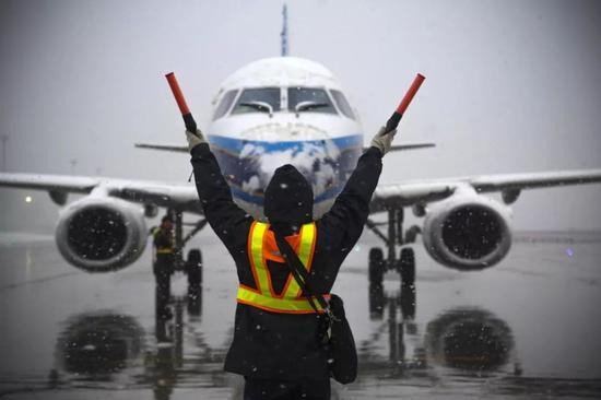 乌鲁木齐国际机场。中新社记者 刘新 摄
