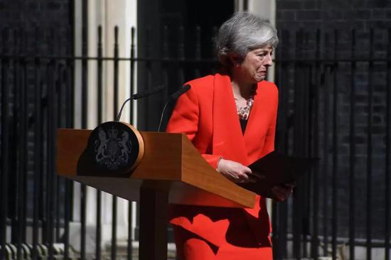 5月24日,特雷莎·梅宣布将于6月7日辞去保守党领导人一职。前外交大臣约翰逊7月23日当选保守党党魁,7月24日就任英国首相。新华社发(阿尔贝托·佩扎利摄)
