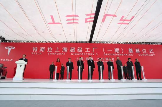 """2019年1月,特斯拉中国""""超级工厂""""在上海临港奠基 中新社记者 张亨伟 摄"""