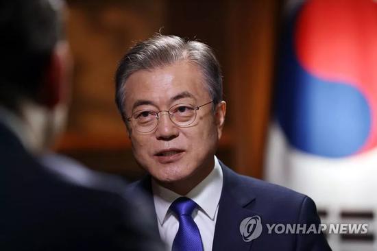 (图为接受福克斯新闻采访的韩国总统文在寅)