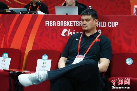 原料图:姚明到场不益看战男篮世界杯。 中新社记者 富田 摄
