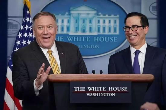 9月10日,美国国务卿蓬佩奥(左)和财长姆努钦出席一场白宫记者会。新华社/法新