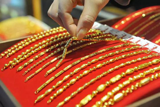 央行上海总部:8月末上海本外币贷款余额同比增8.1%