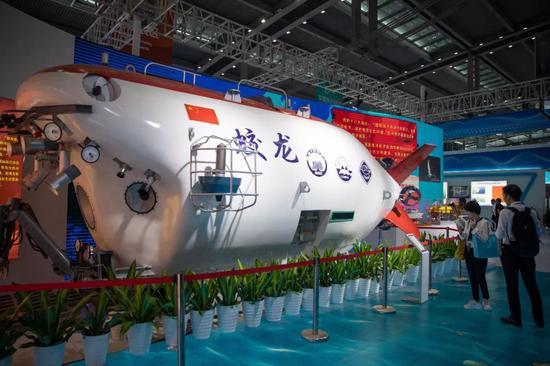"""△2019年10月15日,在深圳会展中心举行的海博会上展出的""""蛟龙号""""。"""