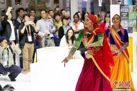 斯里兰卡的采茶舞。中新社记者 张亨伟 摄