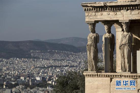 这是11月6日拍摄的希腊雅典卫城一角。 新华社记者费茂华摄