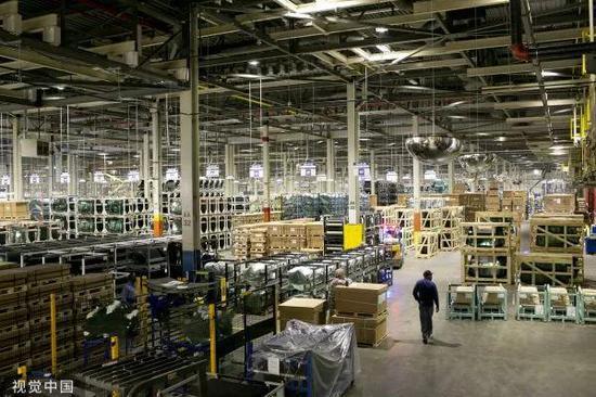 ▲资料图片:2016年9月29日,美国俄亥俄州代顿地区,福耀玻璃工厂车间。