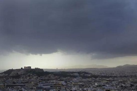▲资料图片:2009年12月16日拍摄的希腊雅典,当时希腊面临严重的经济危机。