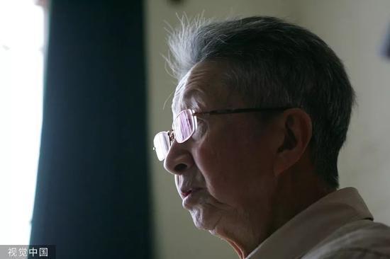 2008年4月24日,著名诗人流沙河。图片来自视觉中国