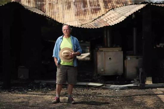 ▲史蒂夫·哈里森位于巴爾莫羅的家被山火燒毀圖/Mike Bowers/The Guardian