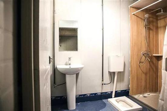 雷神山医院医护人员宿舍每间房均设有独立卫生间。