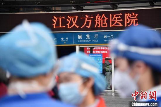 江汉方舱医院正式投入使用 刘坤维 摄