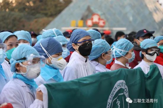 武漢方艙醫院醫護人員   遠征 攝