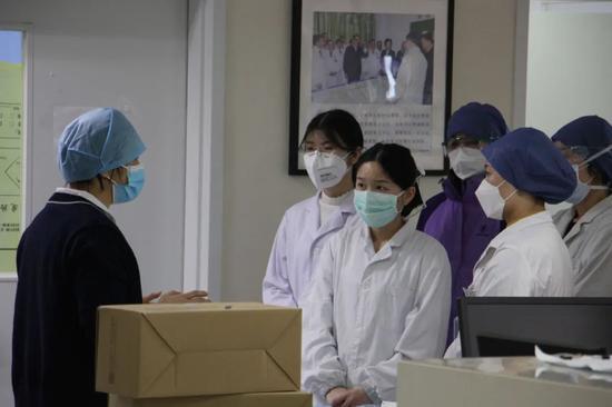 风从何来丨美化暴力 部分港媒给香港乱局火上浇油