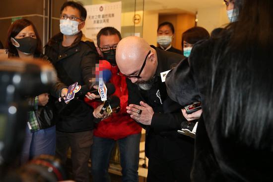 刘真老公辛龙向媒体致谢。