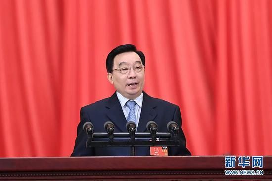 5月22日,全国人大常委会副委员长王晨作关于涉港决定草案的说明(图源:新华社)