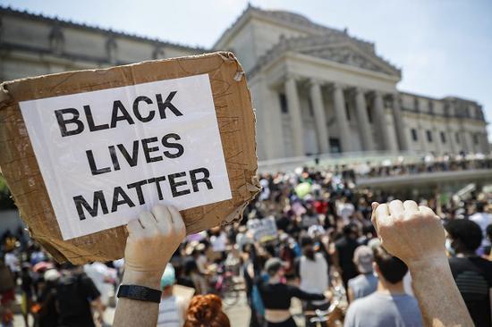 美国民众的抗议仍在持续(图源:美联社)
