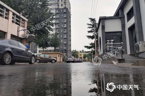 今天中午北京雨水雪花飞舞,天空小说紧张不安。