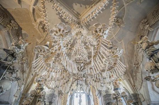 歐洲因黑死病而建立的人骨教堂