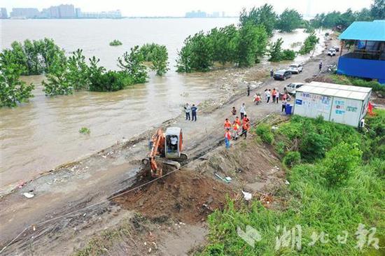 黄梅县小池镇_湖北黄梅县滨江圩长江堤防被挖开 万亩土地被淹_新浪新闻