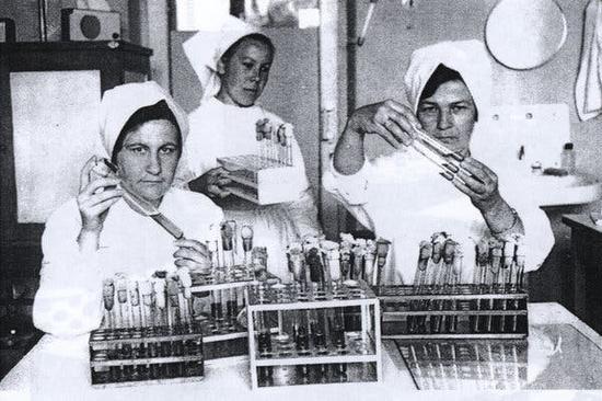 20世纪50年代末,苏联一个鼠疫防疫中央的科学家们 图据《纽约时报》