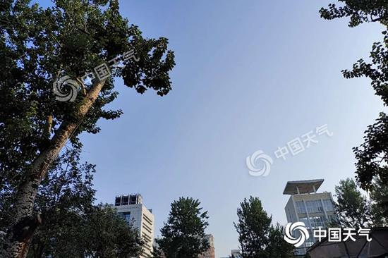 今晨北京天空晴朗。