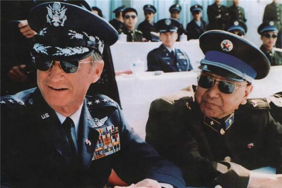 """1985年10月,并被授予""""志愿军一级战斗英雄""""称号。在抗美援朝战争期间,</p><img date-time="""