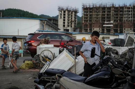 大方县当地曾经的工地如今成了废品收购站
