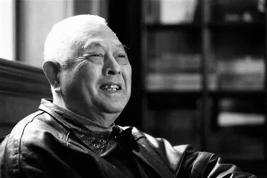 著名翻译家郑克鲁去世 生前译完雨果全部小说