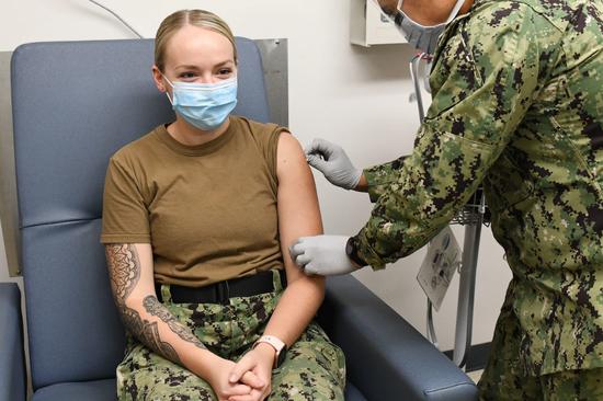 美军士兵接栽流感疫苗(美国国防部)