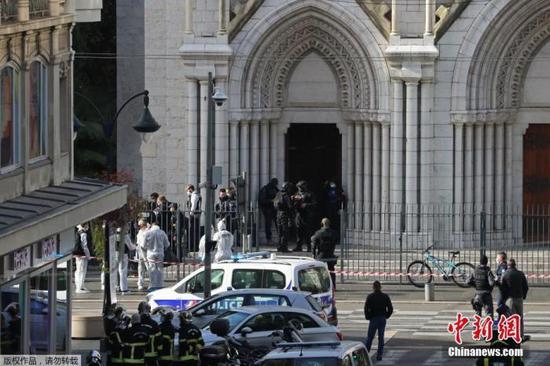 当地时间10月29日,法国南部城市尼斯发生持刀攻击事件。当地警方通报,现在事件已造成3人物化亡,另有多人受伤。事件仍在进一步调查中。