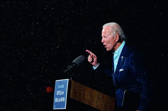 10月29日,拜登在美国佛罗里达州坦帕市参添竞选运动。图/人民视觉