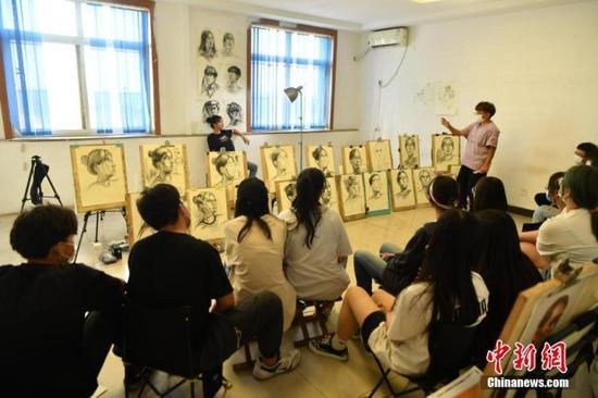 资料图:一家美术培训机构 。(图文无关)中新社记者 翟羽佳 摄