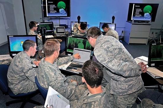 近年来,美国军队和情报部门大力研发网络攻击武器,增加了网络武器扩散的风险。