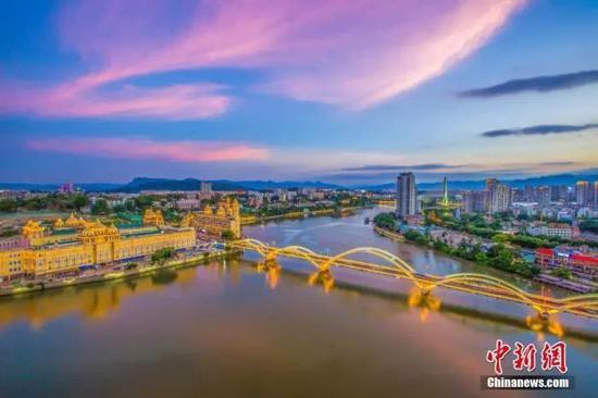 资料图:无人机航拍福州市解放大桥两岸新貌。中新社发 杨婀娜 摄