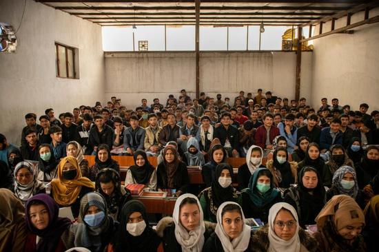 (圖說:阿富汗首都喀布爾的瑪烏德學校,有相當數量的女學生。圖/The New York Times)