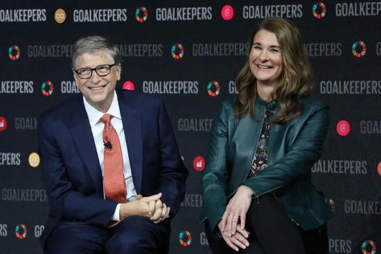 2018年,梅琳达和盖茨。来源:纽约时报
