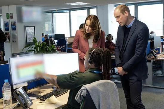 威廉王子和凯特王妃看望抗疫前线的英国国家医疗服务体系工作人员。来源:GJ