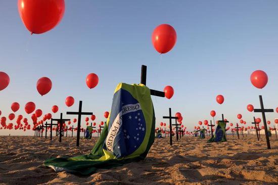 死亡超50万居世界第二,博索纳罗的支持和反对者都走上了街头……