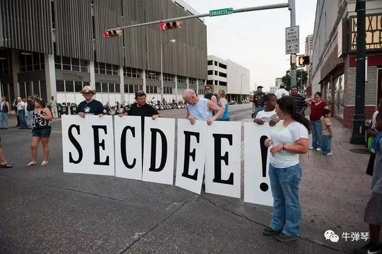 一些美国人呼吁分裂美国,分裂(SECEDE)还贴错了。