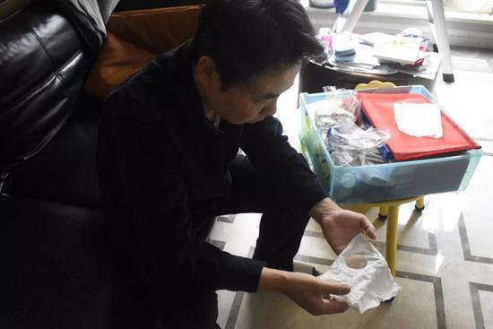 姜辉从留尼旺岛带回的贝壳。演习生纪思琪摄