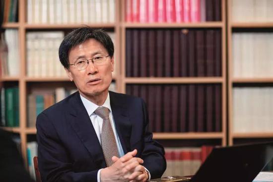 尹永宽 韩国前交际部长,现为始尔国立大学国际有关荣誉教授