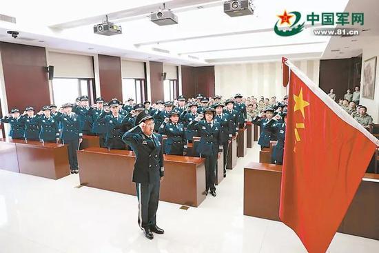 2018年,国防大学联合勤务学院举行宣布文职人员任职通知暨授装仪式