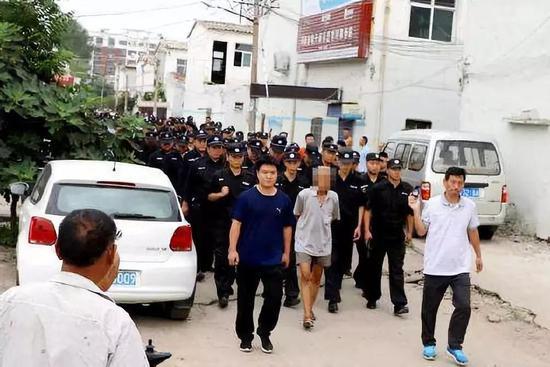▷警方出动千人警力抓捕黑恶势力团伙