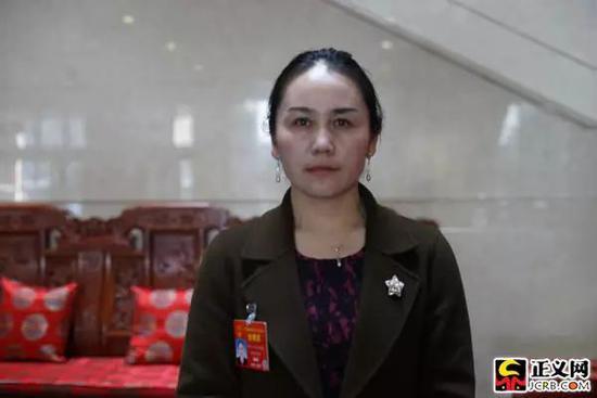 全国人大代表,新疆维吾尔自治区吉木乃县吉木乃镇萨尔乌楞村党支部书记、村委会主任热依扎·巴合道列提
