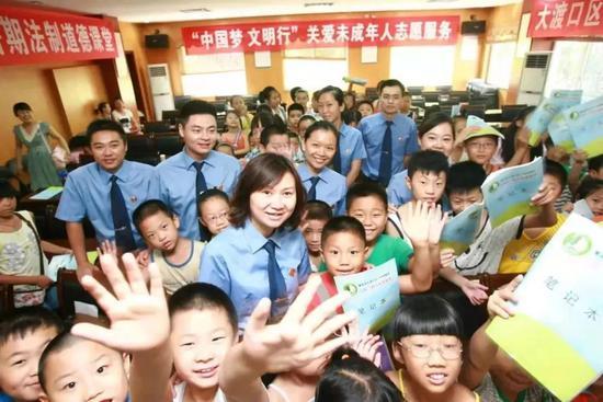 """重庆市检察机关""""莎姐""""团队赴基层社区开展未成年人法治服务"""