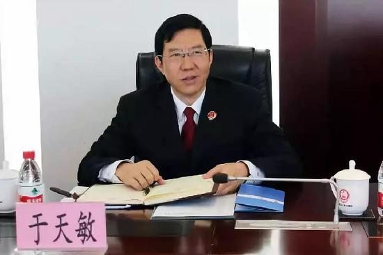 于天敏毕业于西南政法学院法律系法律专业,在重庆政法系统工作多年。