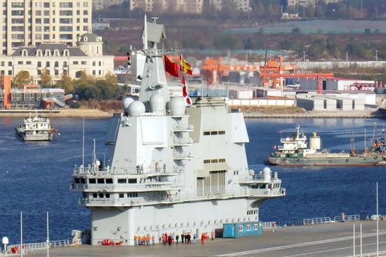 2018年11月,国产航母圆满完成第三次海试任务,返回大连造船厂 图片来源:东方IC